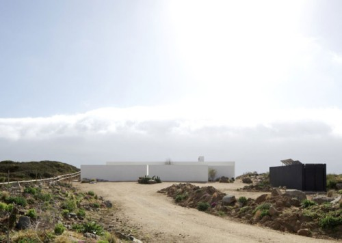 Tunquen-House-by-Nicolas-Lipthay-Allen-and-L2C-_dezeen_ss_17-660x471