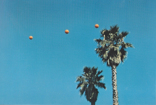 1973-John-Baldessari-Throwing-three-balls-in-the-air