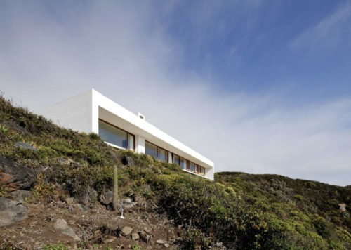 Tunquen-House-by-Nicolas-Lipthay-Allen-and-L2C-_dezeen_ss_1-660x471