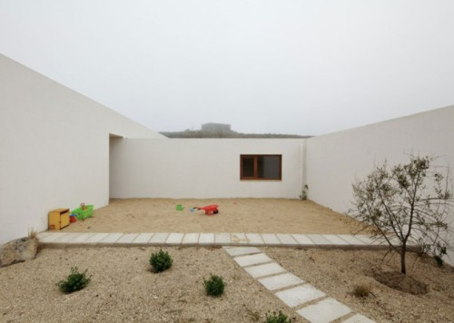 Tunquen-House-by-Nicolas-Lipthay-Allen-and-L2C-_dezeen_ss_4-660x471