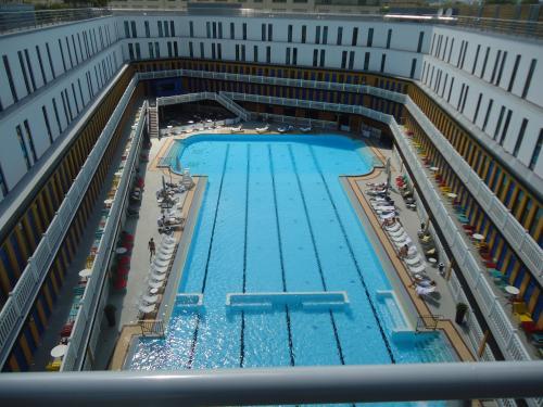 piscine-molitor-pool-art-life-rencontre-avec--L-RAnZdV
