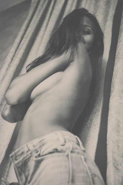 Lais-Ribeiro-Undress-In-Her-Apartment-Guy-Aroch-For-Morena-Magazine-14